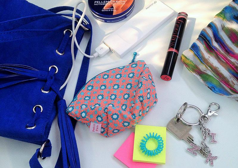 Was Frauen in der Handtasche haben