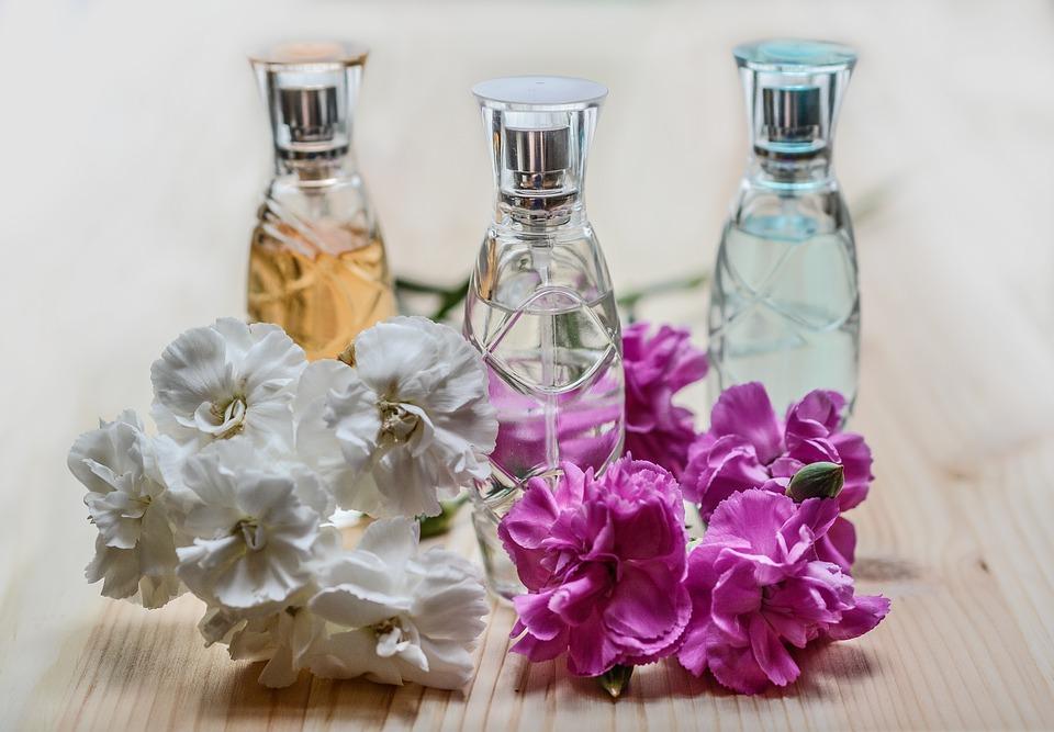 Parfüm mal anders oder auch nicht. Klassische Parfüms im Flakon.